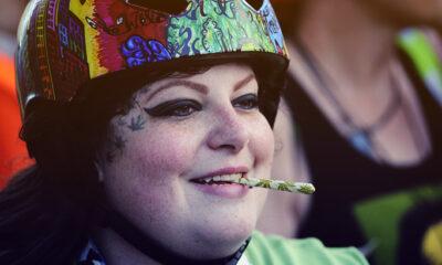 Žene koje puše travu