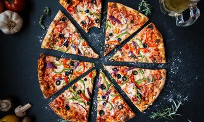 Popovi dijelili pizzu