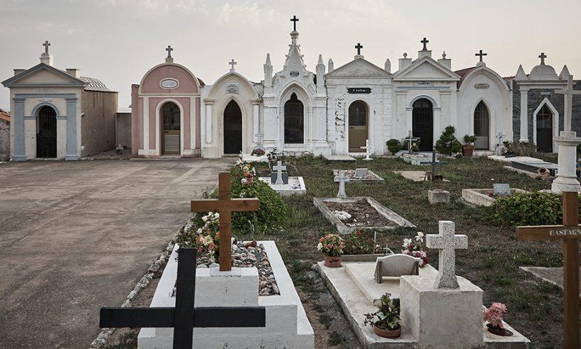 Tko krade križeve s groblja?